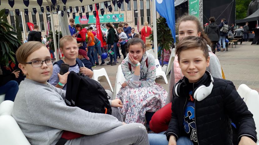 """Junioru universitāte """"FIZMIX Eksperiments"""" festivālā"""