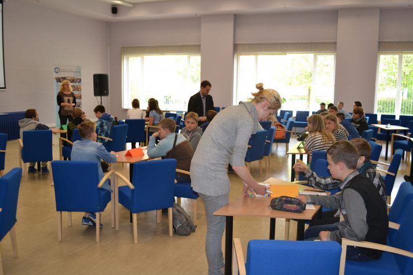 Mācību gada noslēguma nodarbība Junioru universitātes 5. un 6. klašu skolēniem