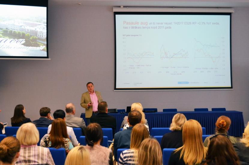 Tikšanās ar Swedbank Latvija galveno ekonomistu M. Kazāku