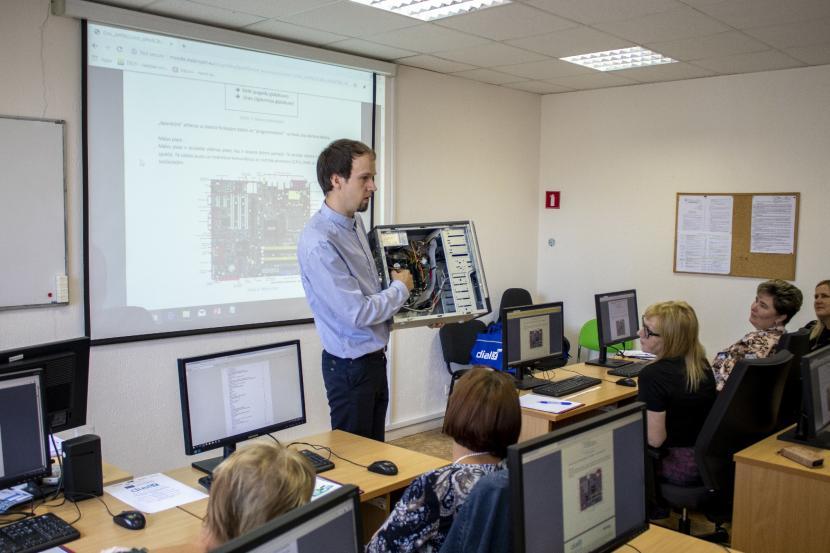 Starppaaudžu digitālo prasmju mācības