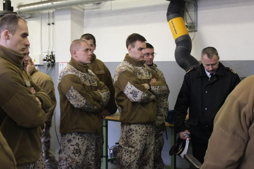 Metālapstrādes mācību parkā viesojas Jūras spēku pārstāvji