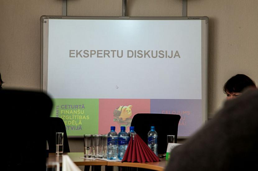 Ekspertu diskusija par finanšu pratību Jelgavā